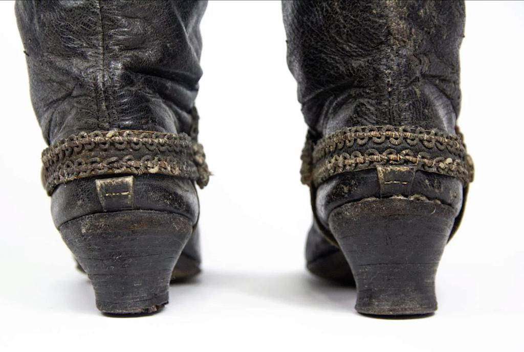Chaussures et souliers du XVIIIe siècle - Page 2 Capt2088