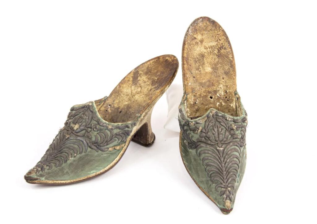 Chaussures et souliers du XVIIIe siècle - Page 2 Capt2089