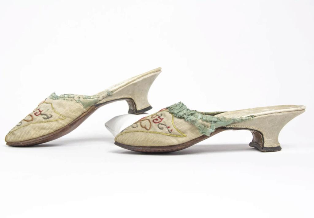 Chaussures et souliers du XVIIIe siècle - Page 2 Capt2091
