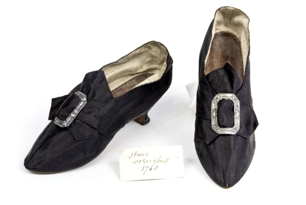 Chaussures et souliers du XVIIIe siècle - Page 2 Capt2093
