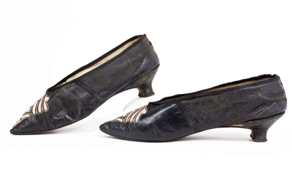 Chaussures et souliers du XVIIIe siècle - Page 2 Capt2095