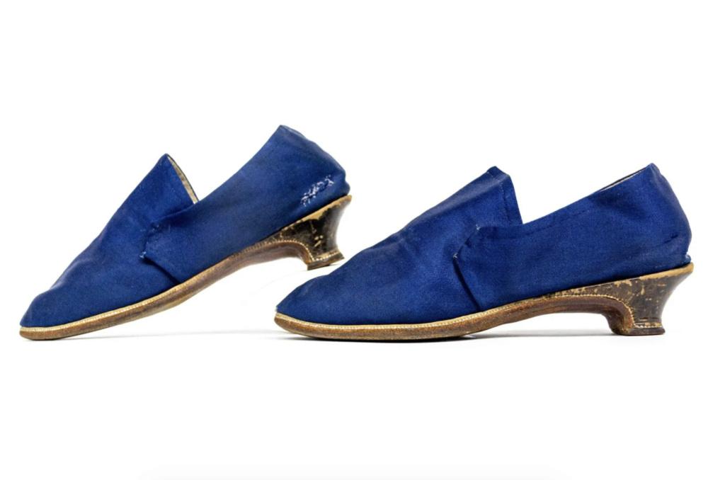Chaussures et souliers du XVIIIe siècle - Page 2 Capt2098