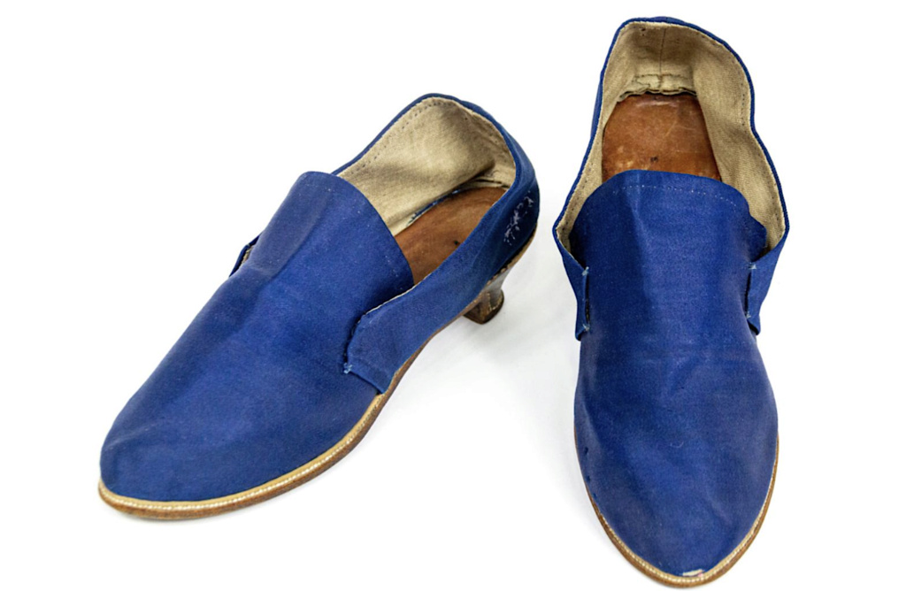 Chaussures et souliers du XVIIIe siècle - Page 2 Capt2099