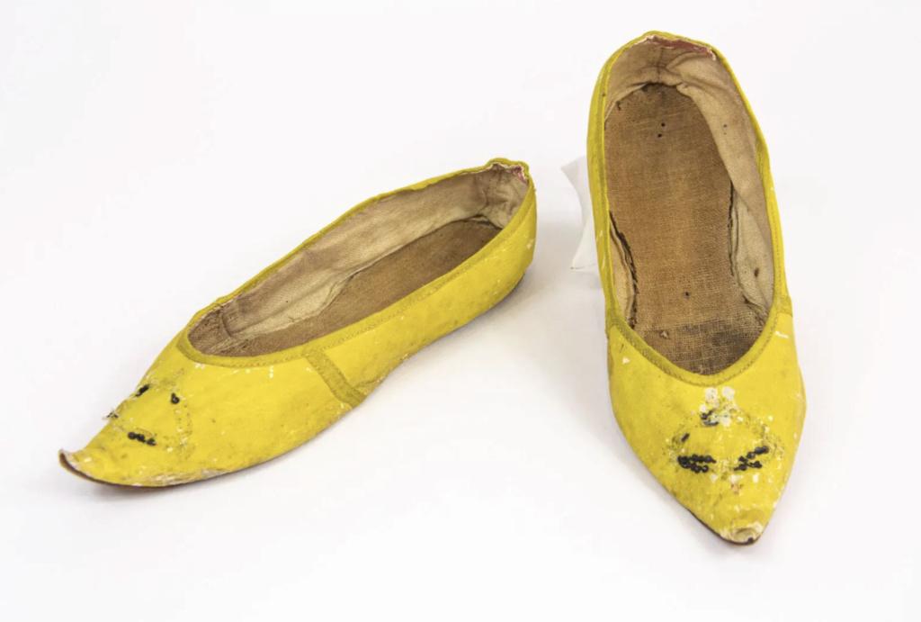 Chaussures et souliers du XVIIIe siècle - Page 2 Capt2106
