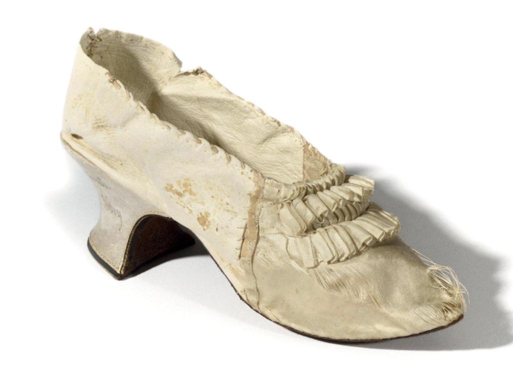 Les souliers et chaussures de Marie-Antoinette  - Page 6 Capt2212