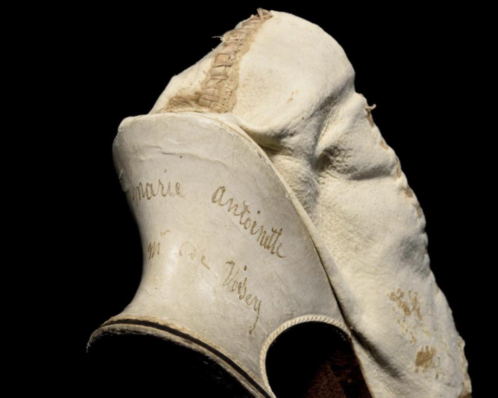 Les souliers et chaussures de Marie-Antoinette  - Page 6 Capt2213