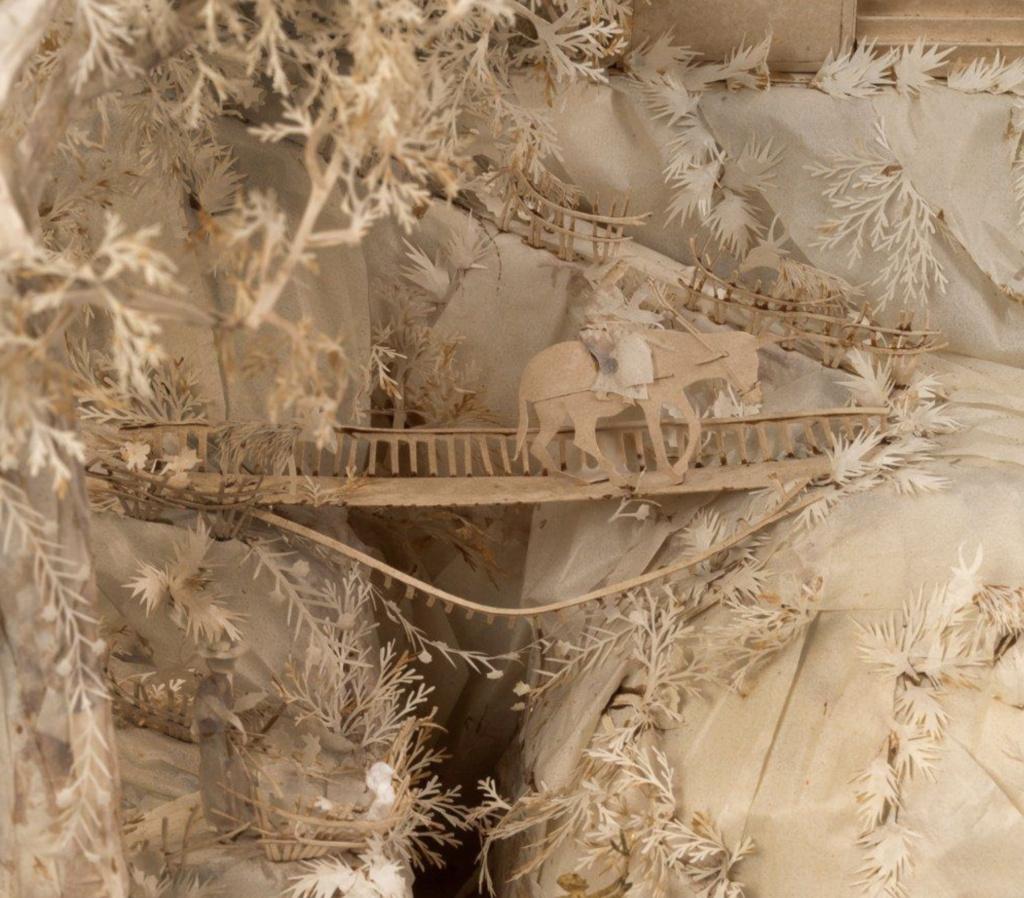 L'art des découpures au XVIIIe siècle : figures en papier découpé et canivets Capt2265