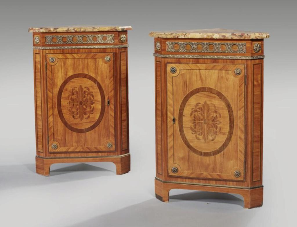 Marques du mobilier et sceau du Garde-Meuble de la reine Marie-Antoinette Capt2644
