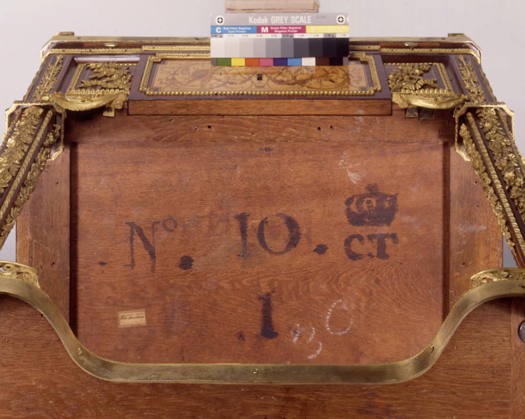 Marques du mobilier et sceau du Garde-Meuble de la reine Marie-Antoinette Capt2648