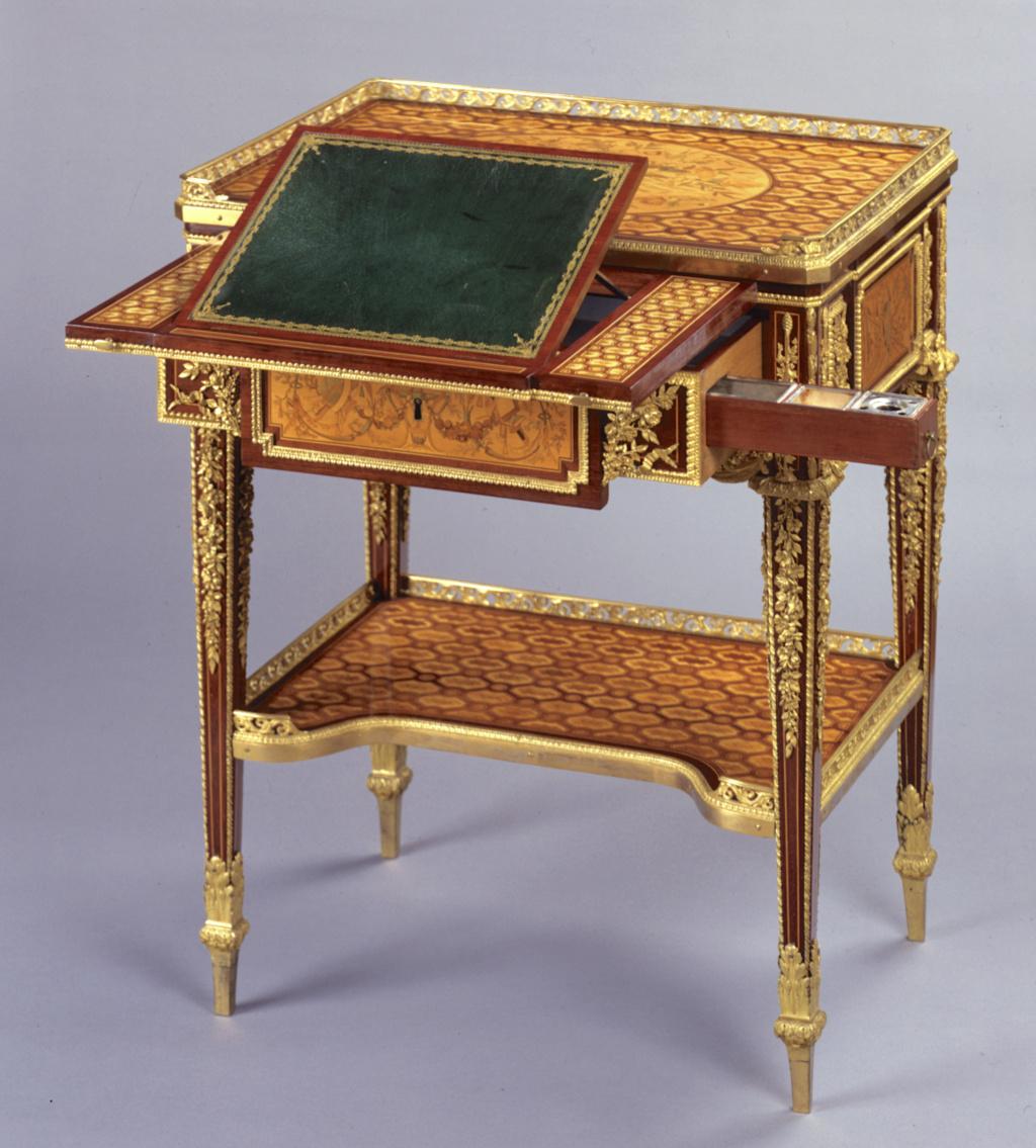 Marques du mobilier et sceau du Garde-Meuble de la reine Marie-Antoinette Capt2649