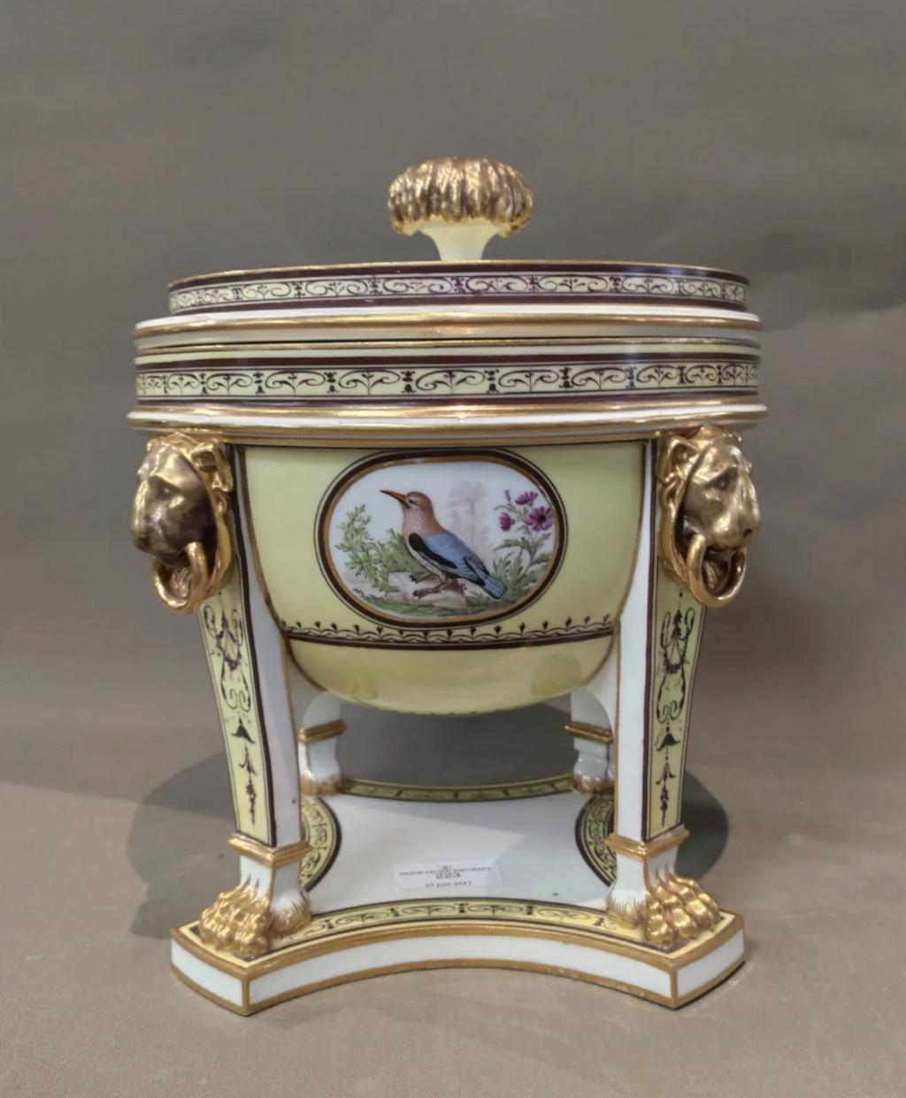 """Seaux à glace """" à trépieds """" en porcelaine de Sèvres  Capt2809"""