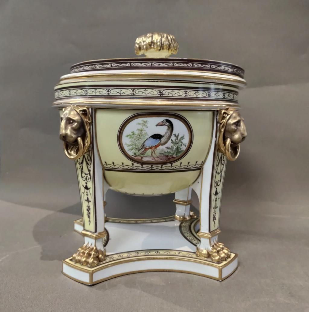 """Seaux à glace """" à trépieds """" en porcelaine de Sèvres  Capt2811"""