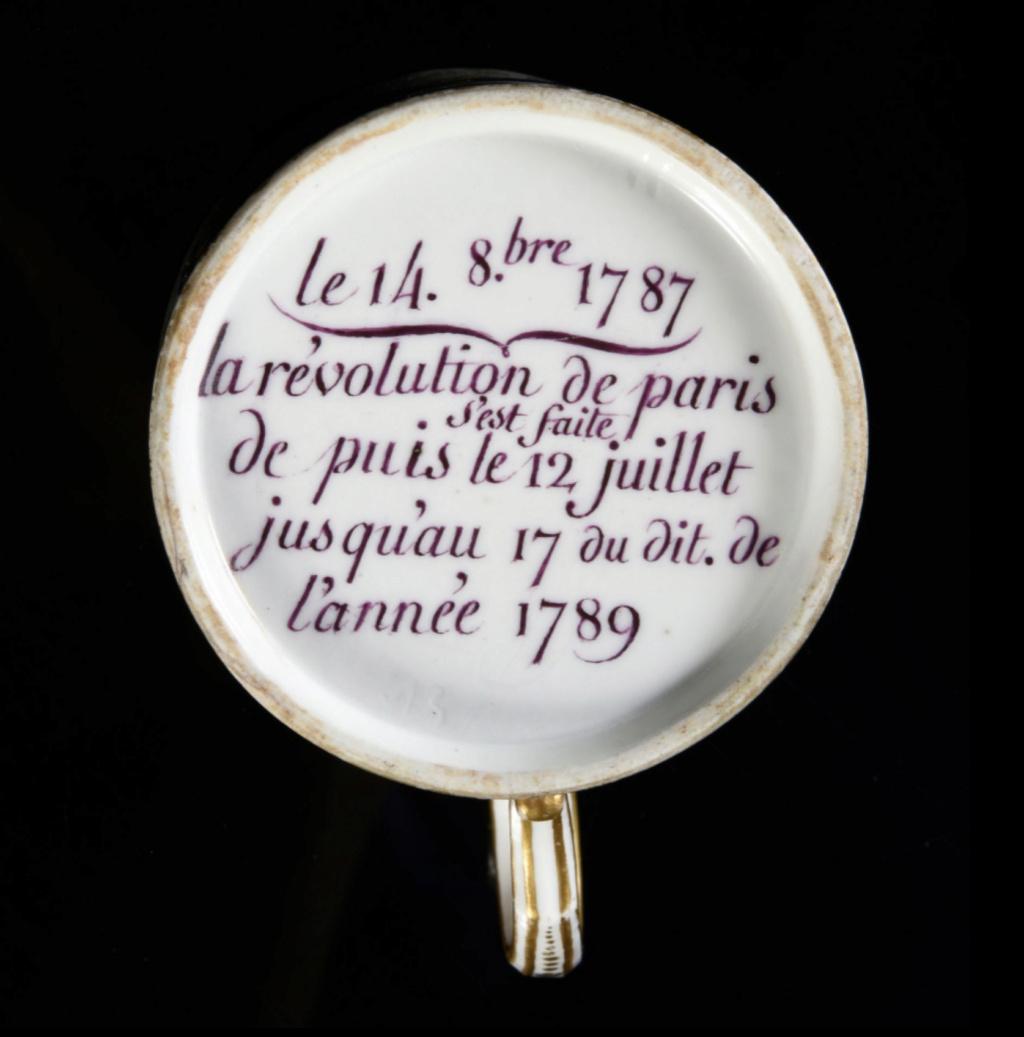 """Les services en porcelaine de Sèvres à décors """"révolutionnaires"""" (durant la Révolution française) Capt3093"""