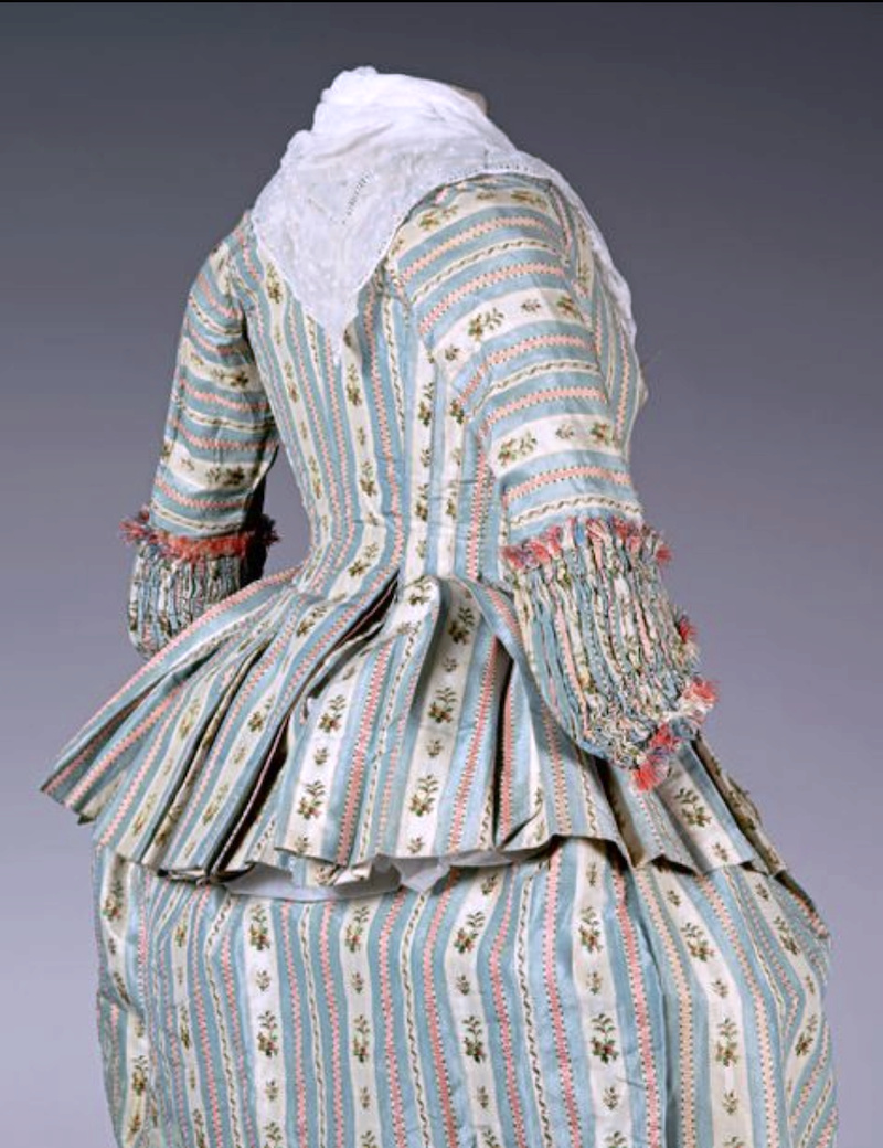 Robes du XVIIIe siècle - Page 3 Captu246