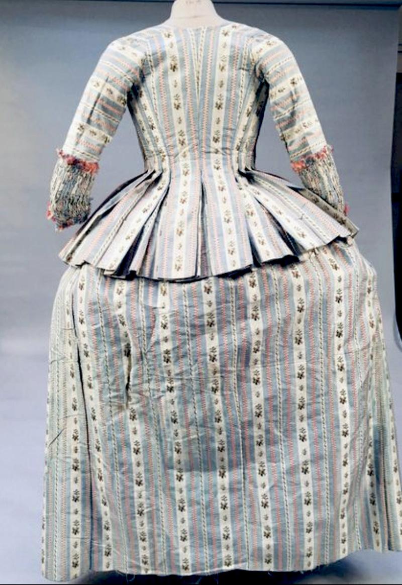 Robes du XVIIIe siècle - Page 3 Captu247