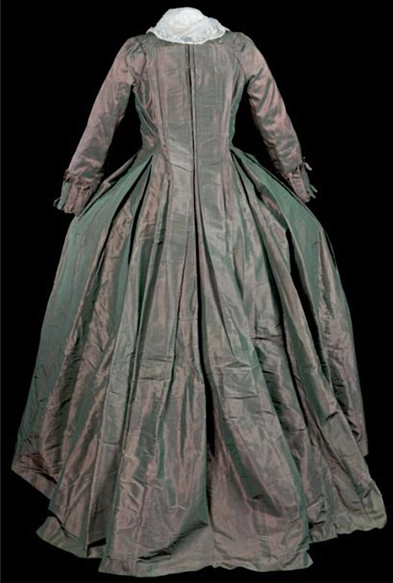 Robes du XVIIIe siècle - Page 3 Captu250