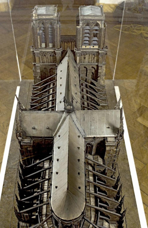 Maquettes historiques de la cathédrale Notre-Dame de Paris Captu258