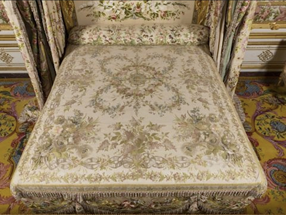 chambre - La chambre de la Reine à Versailles - Page 6 Captu261