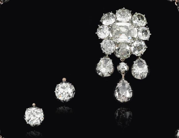 Bijoux de Marie-Antoinette : perles et diamants des Bourbon-Parme - Page 4 Captu288