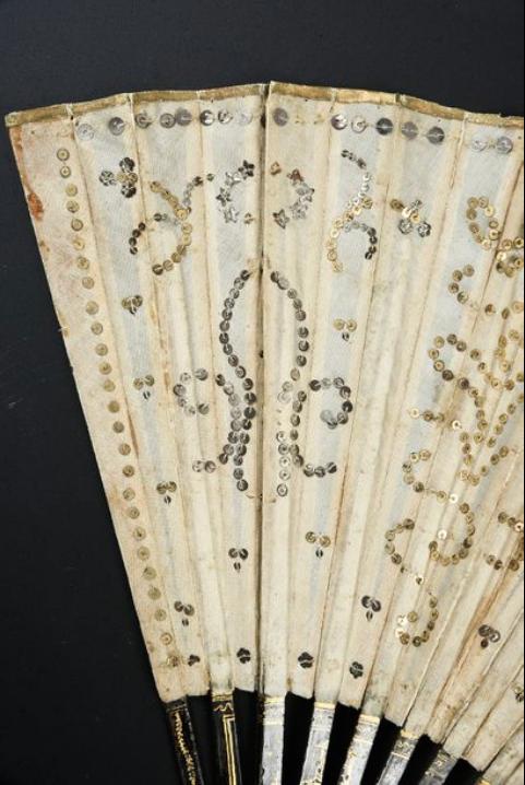 Les éventails au XVIIIe siècle - Page 5 Captu330