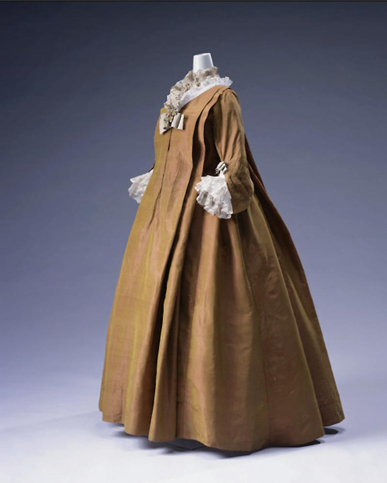 Les robes de grossesse au XVIIIème siècle Captu408