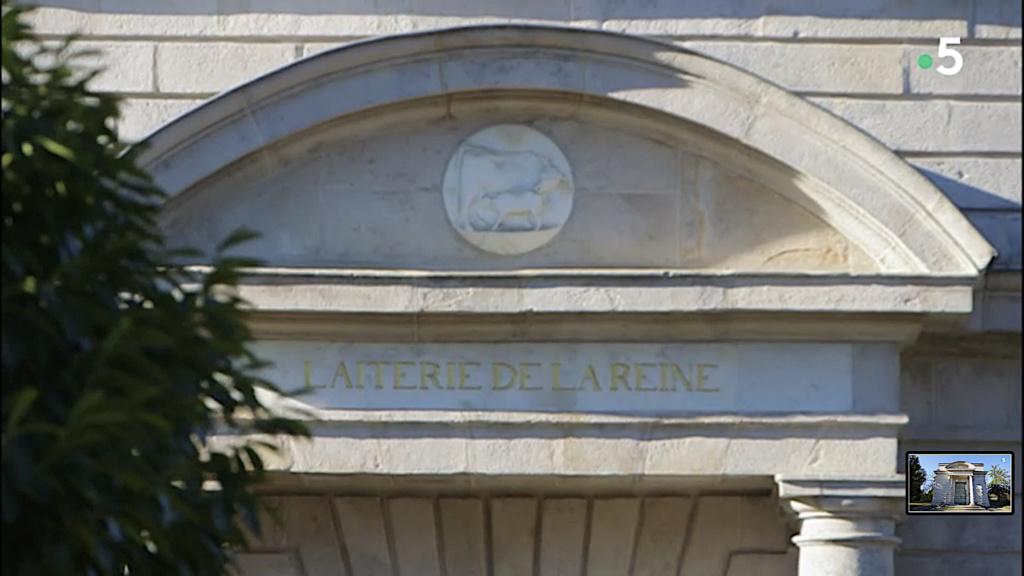 Service de Marie-Antoinette pour Rambouillet en porcelaine de Sèvres Captu463