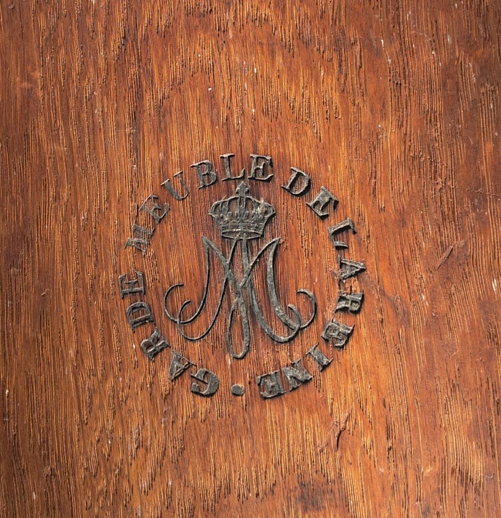 Marques du mobilier et sceau du Garde-Meuble de la reine Marie-Antoinette Captu716