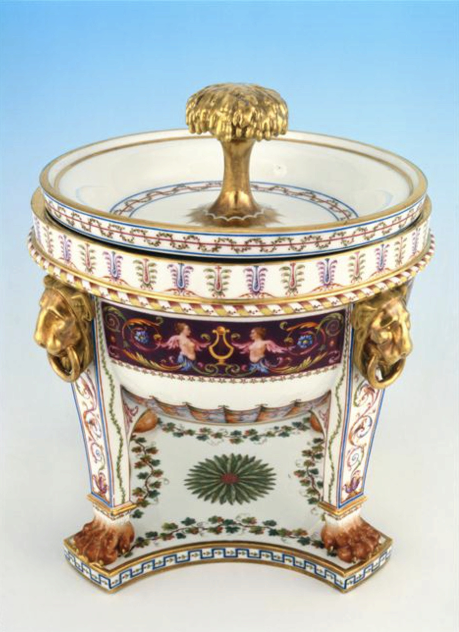 """Seaux à glace """" à trépieds """" en porcelaine de Sèvres  Captu757"""