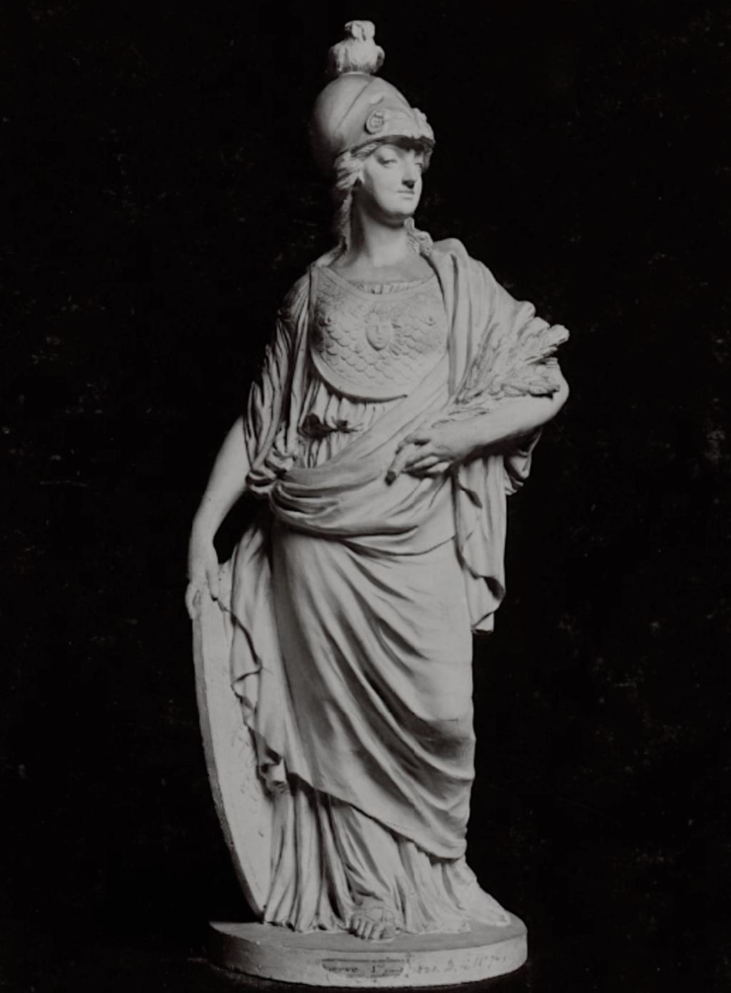 Groupe en biscuit de porcelaine de Niderviller, par Lemire : Marie-Antoinette représentée sous les traits de Minerve ? Captu786