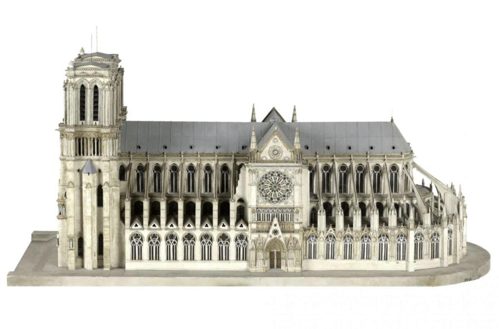 Maquettes historiques de la cathédrale Notre-Dame de Paris Captu913