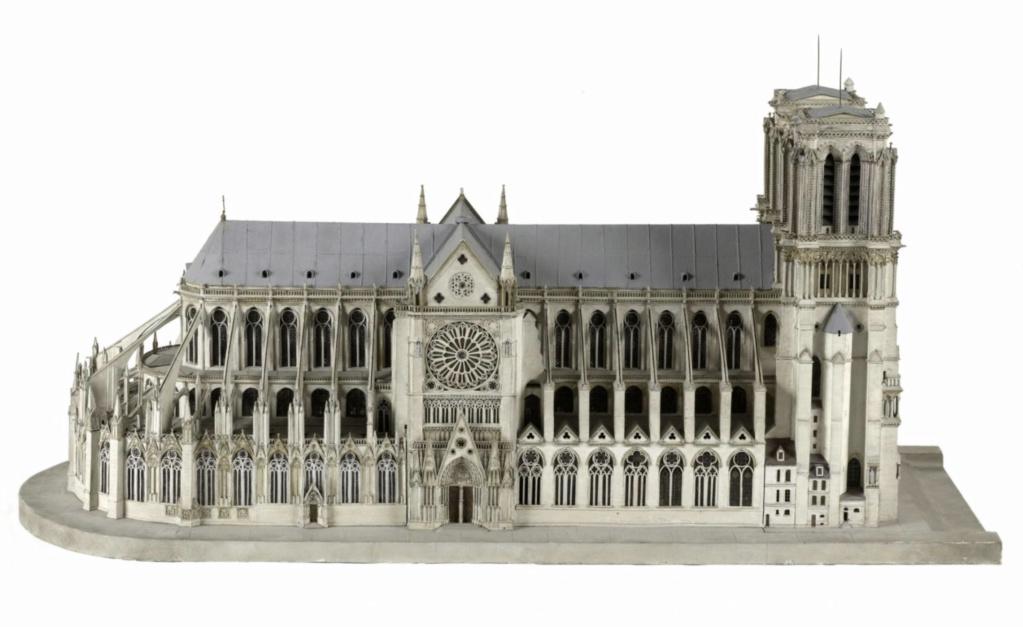 Maquettes historiques de la cathédrale Notre-Dame de Paris Captu914