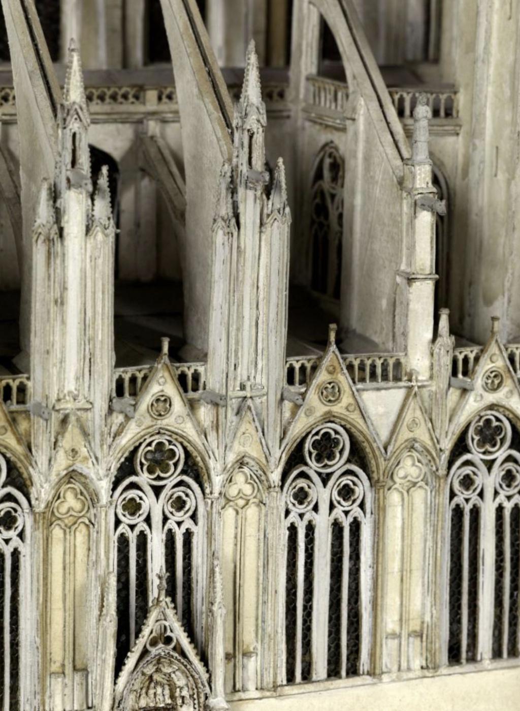 Maquettes historiques de la cathédrale Notre-Dame de Paris Captu916
