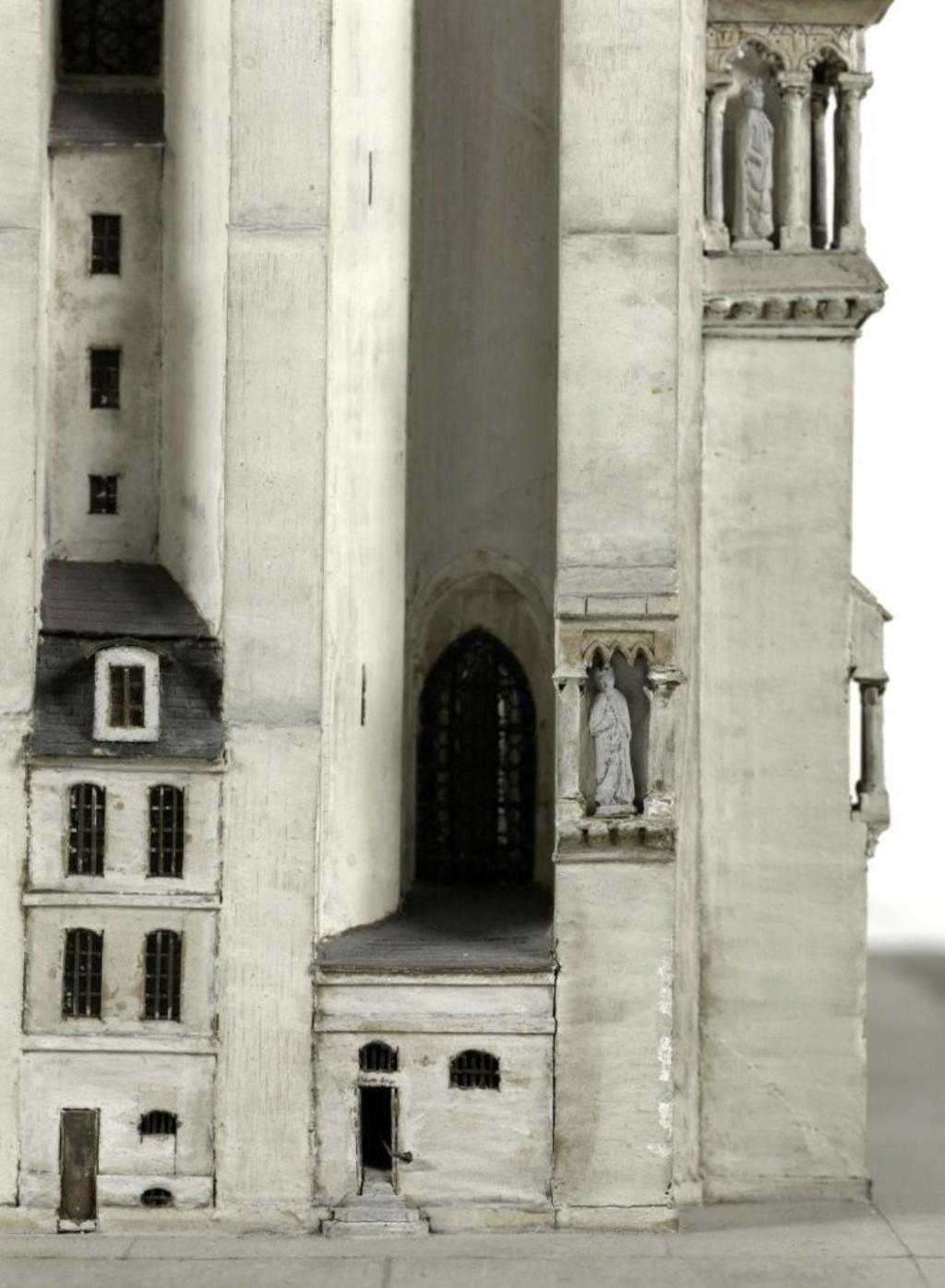 Maquettes historiques de la cathédrale Notre-Dame de Paris Captu918