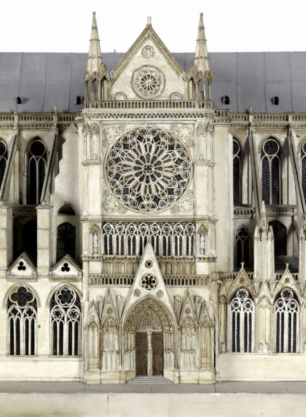Maquettes historiques de la cathédrale Notre-Dame de Paris Captu921