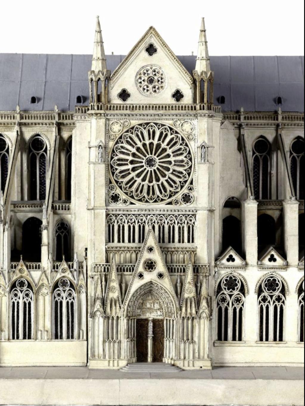 Maquettes historiques de la cathédrale Notre-Dame de Paris Captu922