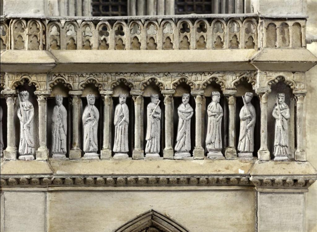 Maquettes historiques de la cathédrale Notre-Dame de Paris Captu923