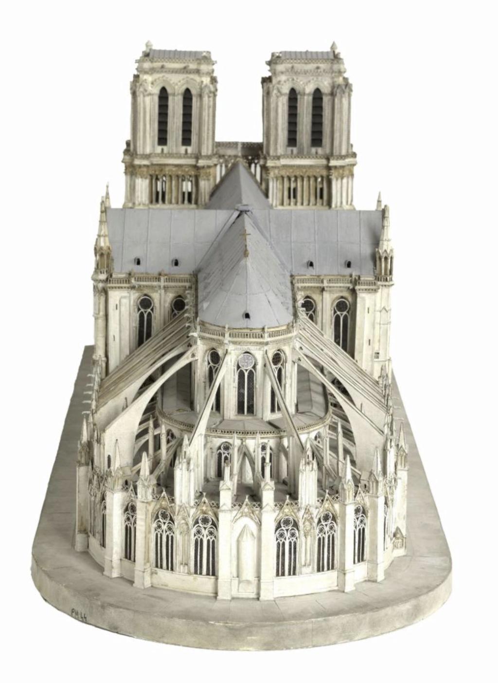 Maquettes historiques de la cathédrale Notre-Dame de Paris Captu924