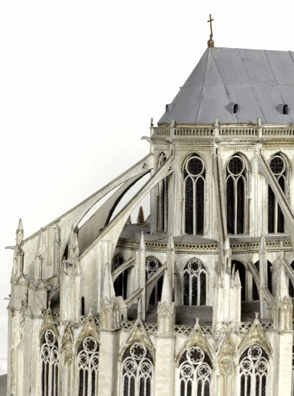 Maquettes historiques de la cathédrale Notre-Dame de Paris Captu925