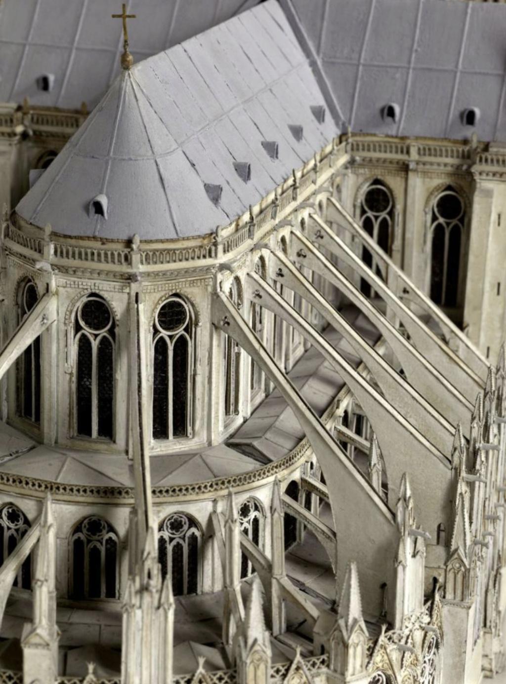 Maquettes historiques de la cathédrale Notre-Dame de Paris Captu926