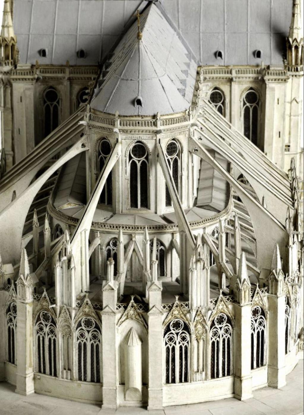 Maquettes historiques de la cathédrale Notre-Dame de Paris Captu928