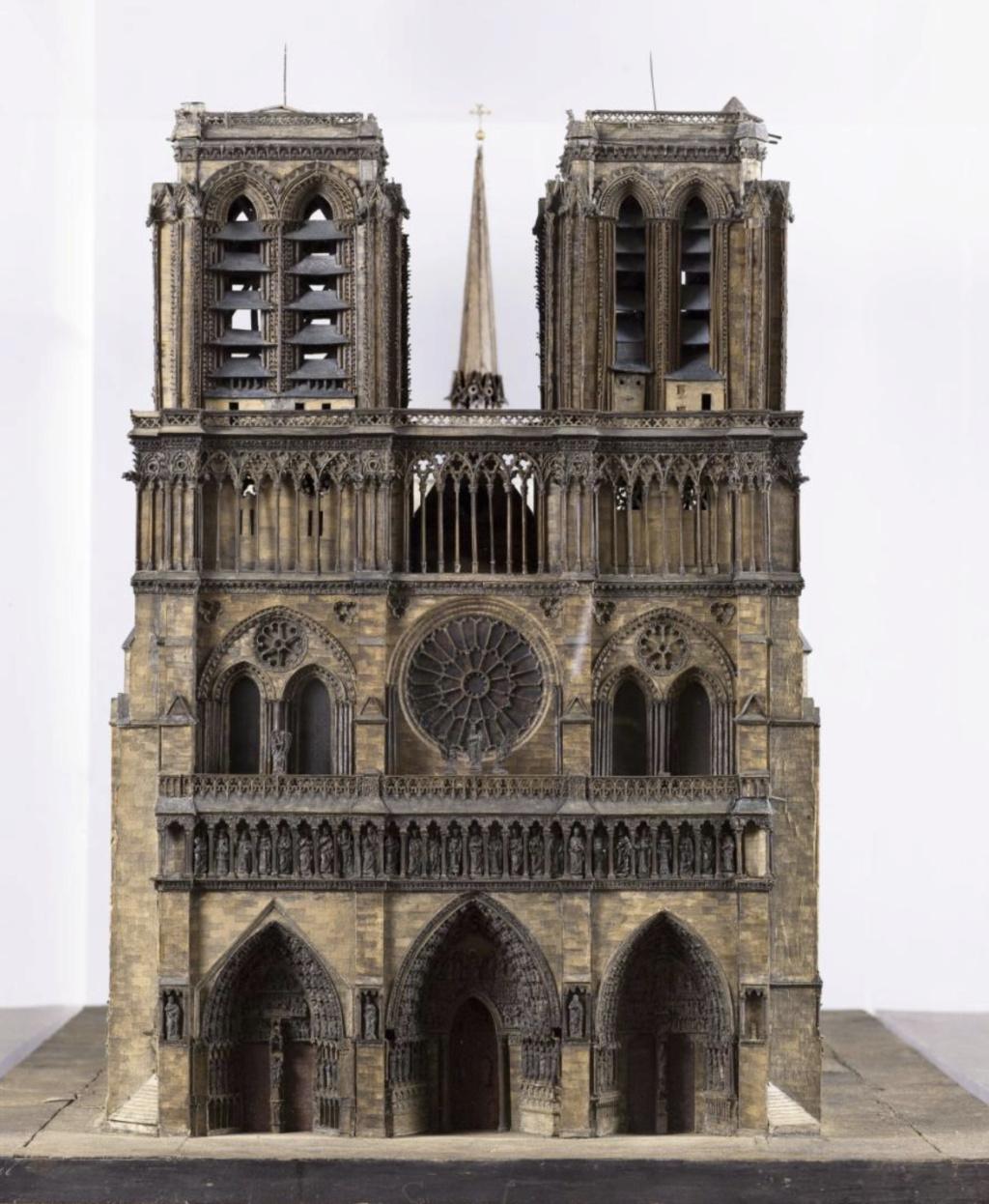 Maquettes historiques de la cathédrale Notre-Dame de Paris Captu929