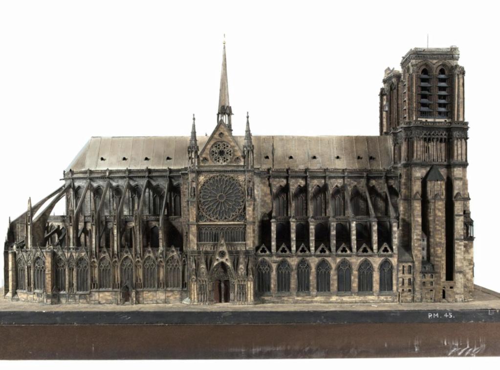 Maquettes historiques de la cathédrale Notre-Dame de Paris Captu930