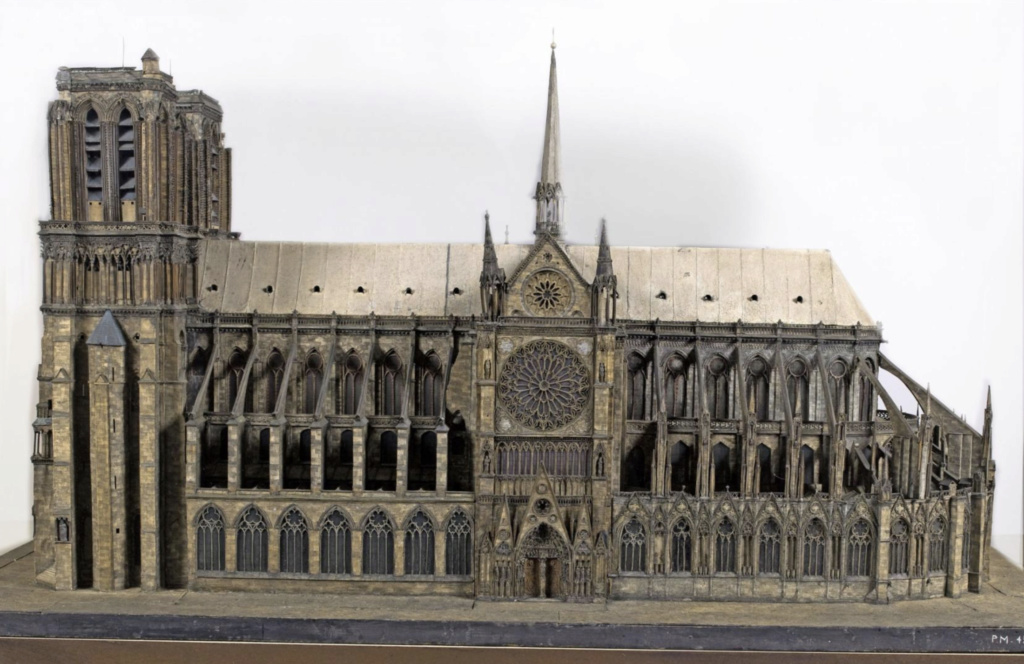 Maquettes historiques de la cathédrale Notre-Dame de Paris Captu931