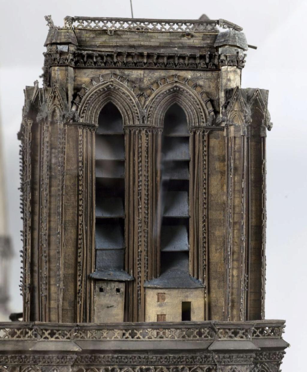 Maquettes historiques de la cathédrale Notre-Dame de Paris Captu932