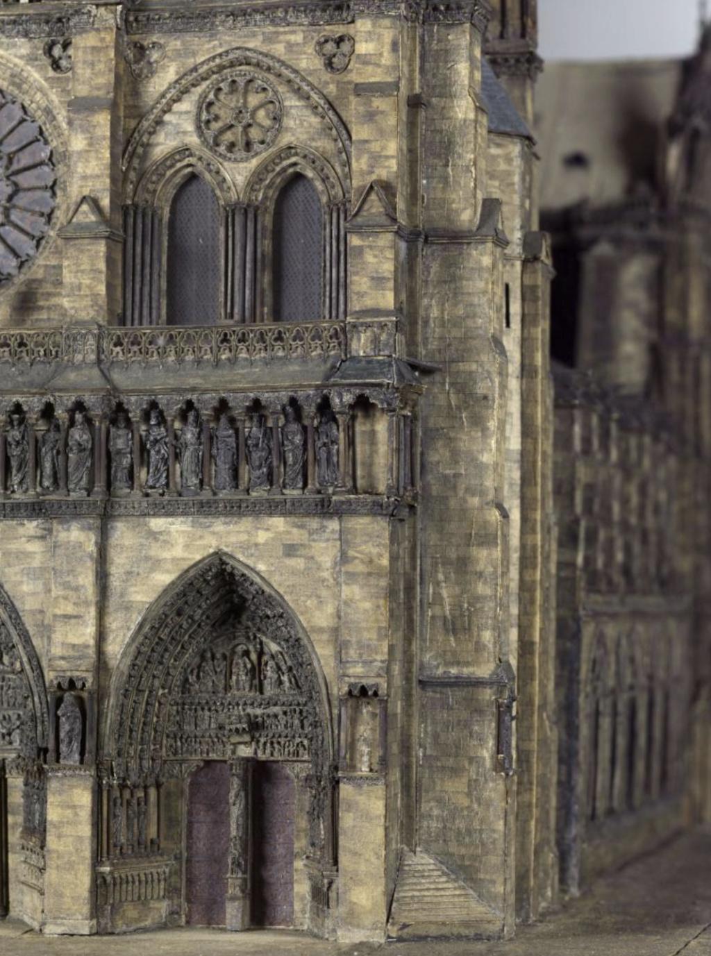 Maquettes historiques de la cathédrale Notre-Dame de Paris Captu933