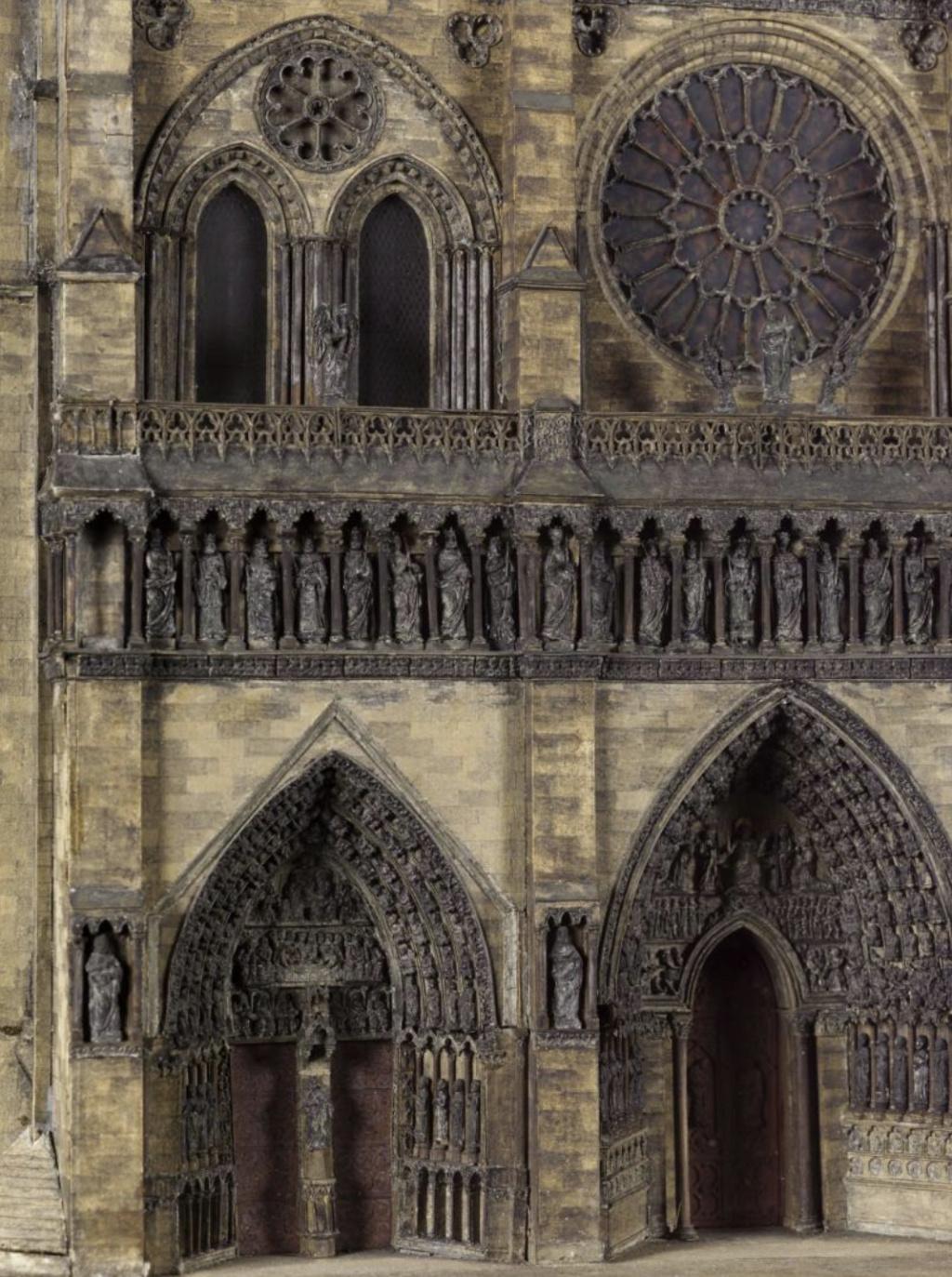 Maquettes historiques de la cathédrale Notre-Dame de Paris Captu936