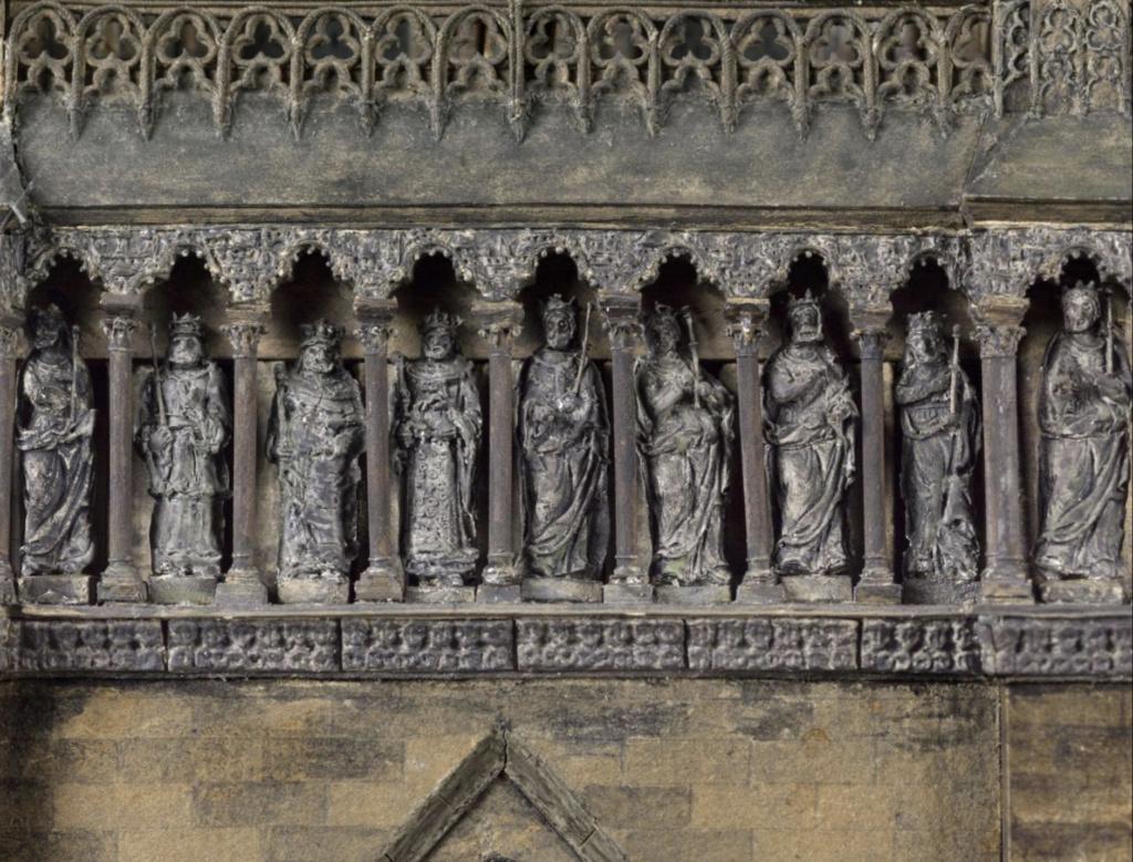 Maquettes historiques de la cathédrale Notre-Dame de Paris Captu937
