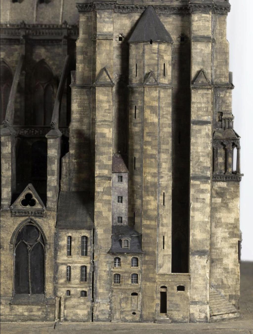 Maquettes historiques de la cathédrale Notre-Dame de Paris Captu938