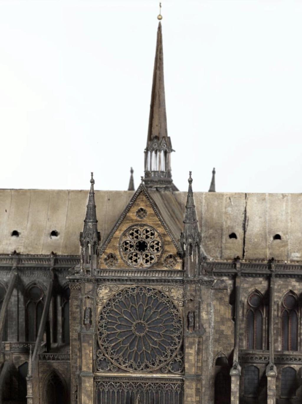 Maquettes historiques de la cathédrale Notre-Dame de Paris Captu940