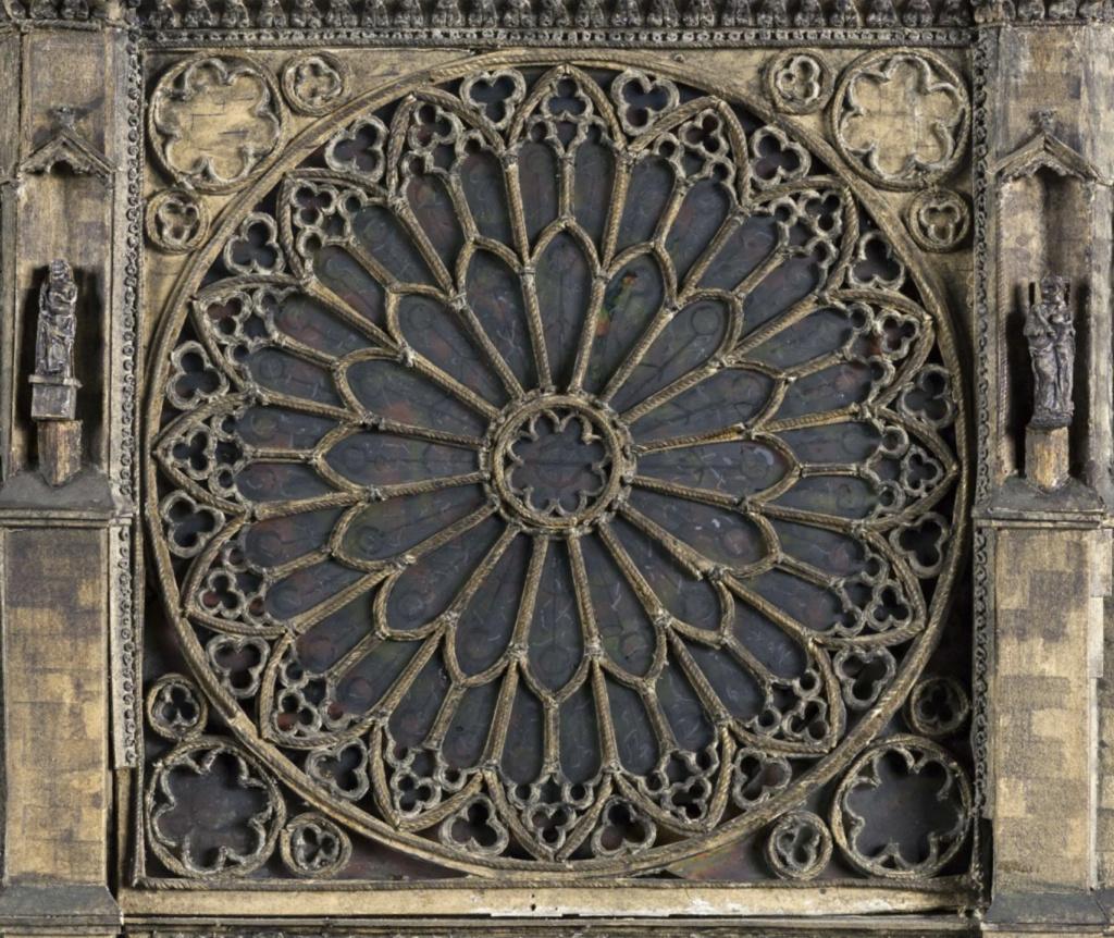 Maquettes historiques de la cathédrale Notre-Dame de Paris Captu942